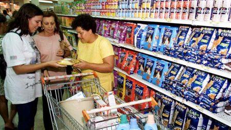 Informação de preço de produto deve incluir valor sem impostos, prevê projeto