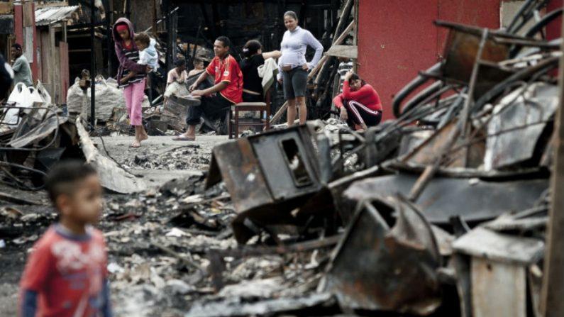 Crianças queimadas durante incêndio em favela seguem internadas