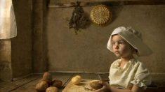 Fotógrafo australiano retrata obras famosas fotografando sua filha