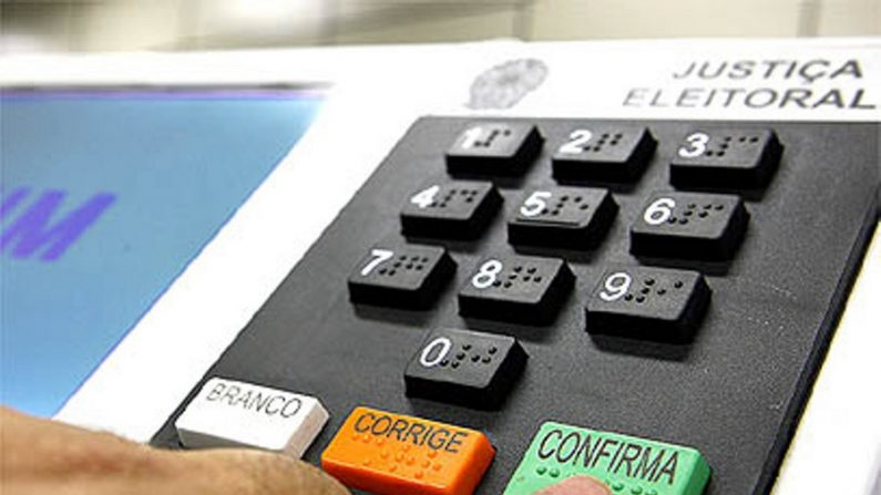 Engenheiro que projetou urna eletrônica defende voto auditável