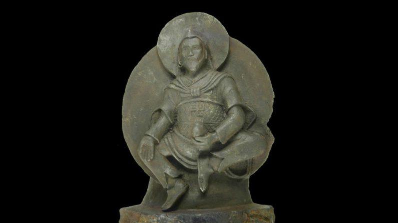 Conheça a estátua budista feita de um meteorito raríssimo
