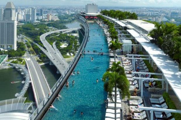 Conheça a deslumbrante piscina infinita de Singapura