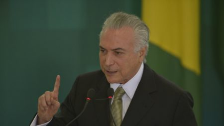 Ex-presidentes Temer e Lula vivem 'dois pesos, duas medidas' na Justiça