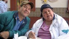 Após aneurisma cerebral, médicos lhe disseram para colocar esposa em casa de repouso. Mas ele nunca esqueceu da sua promessa!