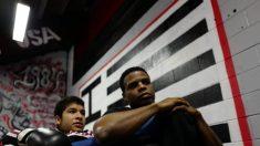 Boxeador campeão e veterano da marinha impacta toda uma cidade com suas ações