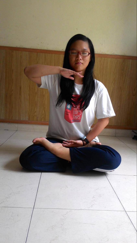 Bao My praticando o quinto exercício do Falun Gong (DKN,tv)