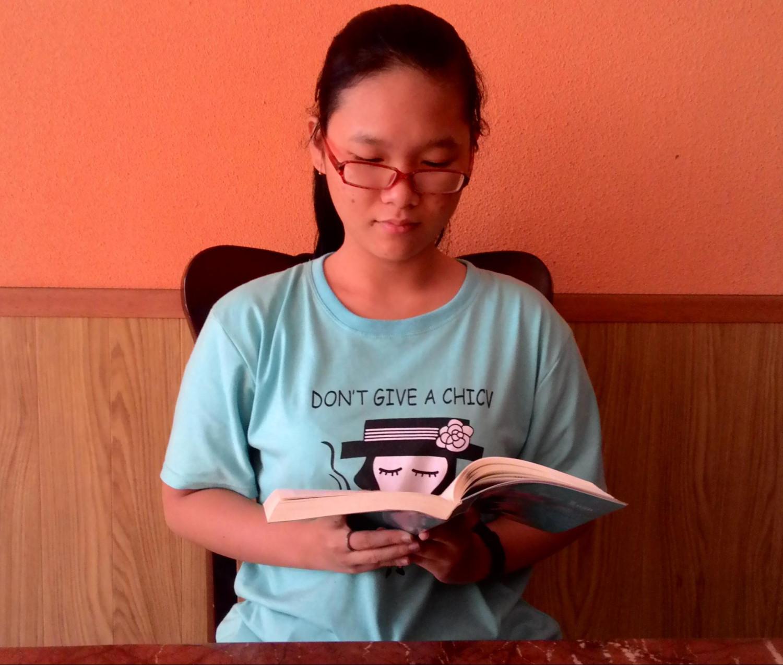 Bao My lendo o livro Zhuan Falun (DKN.tv)