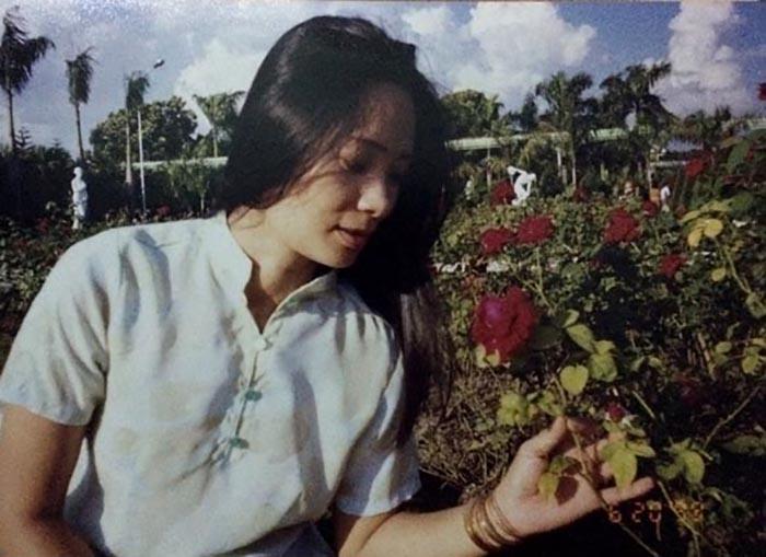 Foto de Nguyen Thi Lanh quando jovem e antes de adoecer (DNK.tv)