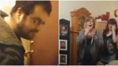 Filho entra de repente na casa da mamãe depois de três anos longe e surpreende