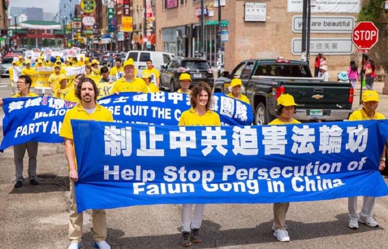 Desfile do Falun Dafa no bairro chinês de Chicago em 21 de julho (Minghui)