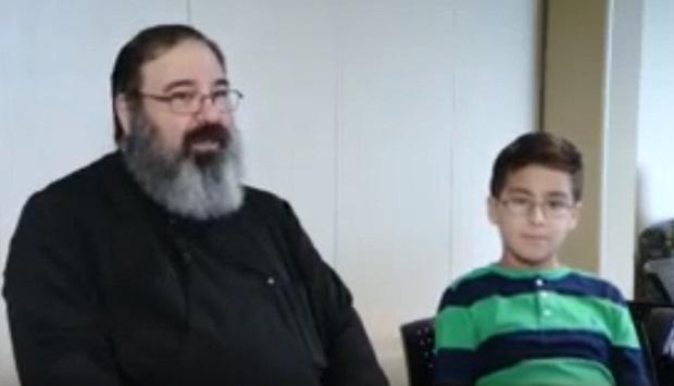 Williams com seu pai Peter Maillis (Captura de tela/Peter Maillis)