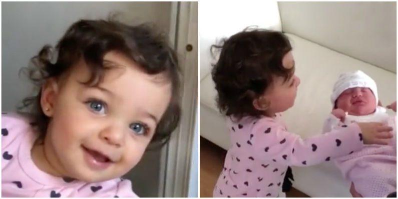 Menina se alegra ao ver irmã recém-nascida pela primeira vez