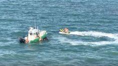 Garotas de jet ski são resgatadas antes de se chocarem com embarcação