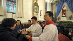Como o regime chinês pressiona os cristãos da China para que abandonem sua fé
