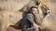"""Conheça o """" Leão Sussurrante """" o homem que tem um vínculo surpreendente com os leões"""