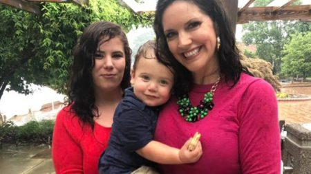 Grávida de um relacionamento abusivo doa bebê para mulher que estava no mesmo vôo