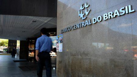 Brasileiros devem R$3,2 trilhões para os bancos