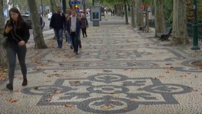 Mosaico português em Lisboa (Captura de vídeo Reuters)