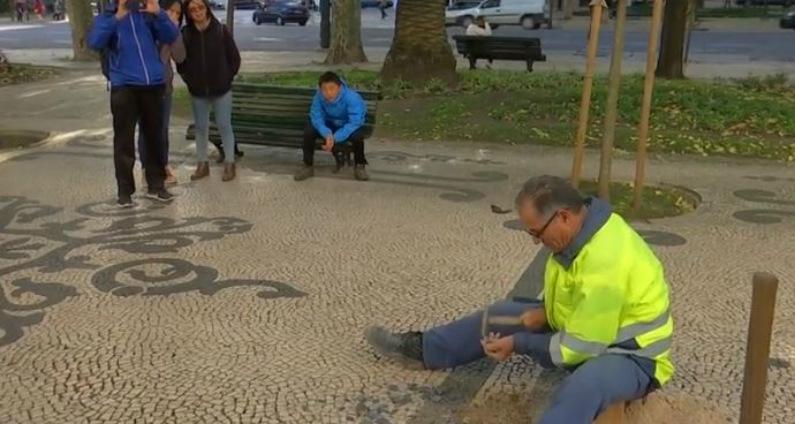 Mosaico português em Lisboa (Captura de vídeo da Reuters)