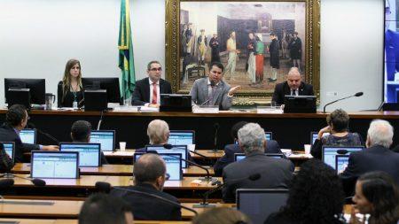 Comissão encerra sem votar Escola sem Partido e projeto é arquivado
