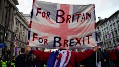 May adia votação do Brexit no parlamento diante da falta de uma maioria