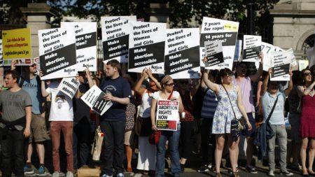 Legalização do aborto é aprovada na Irlanda