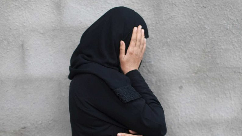 Presidente posta vídeo de mulher morta por muçulmanos e questiona feministas