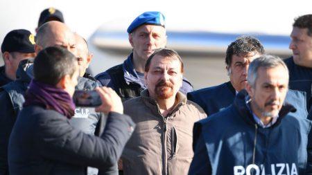 Terrorista chega à Itália e começa a cumprir pena de prisão perpétua em Roma