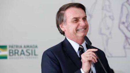 Fim de visto para turistas beneficiará economia, afirma Bolsonaro