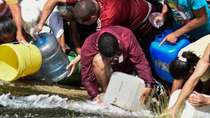Quinto dia de apagão na Venezuela agrava crise, acesso à água e a produtos básicos (Vídeo)