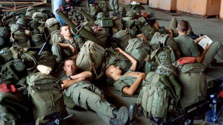 Exército francês promove evento para ensinar civis a dormir