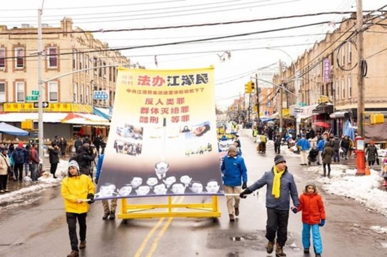 Praticantes do Falun Gong realizam desfile na Oitava Avenida no Brooklyn, Nova Iorque, no sábado, 2 de março de 2019 (Minghui.org)