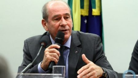 """Ministro da Defesa diz que morte de músico alvejado por militares no Rio será apurada """"até as últimas consequências"""""""