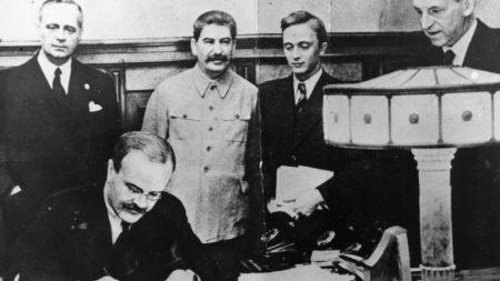 Nazismo e comunismo, verso e reverso da mesma medalha