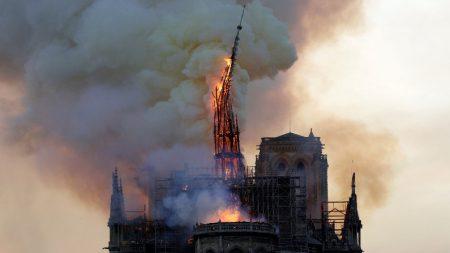 Incêndio destrói Catedral de Notre Dame, em Paris