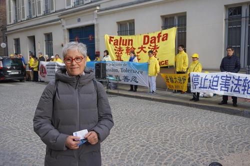 Anne Marie Jiat apoia os esforços dos praticantes para acabar com a perseguição (Minghui.org)