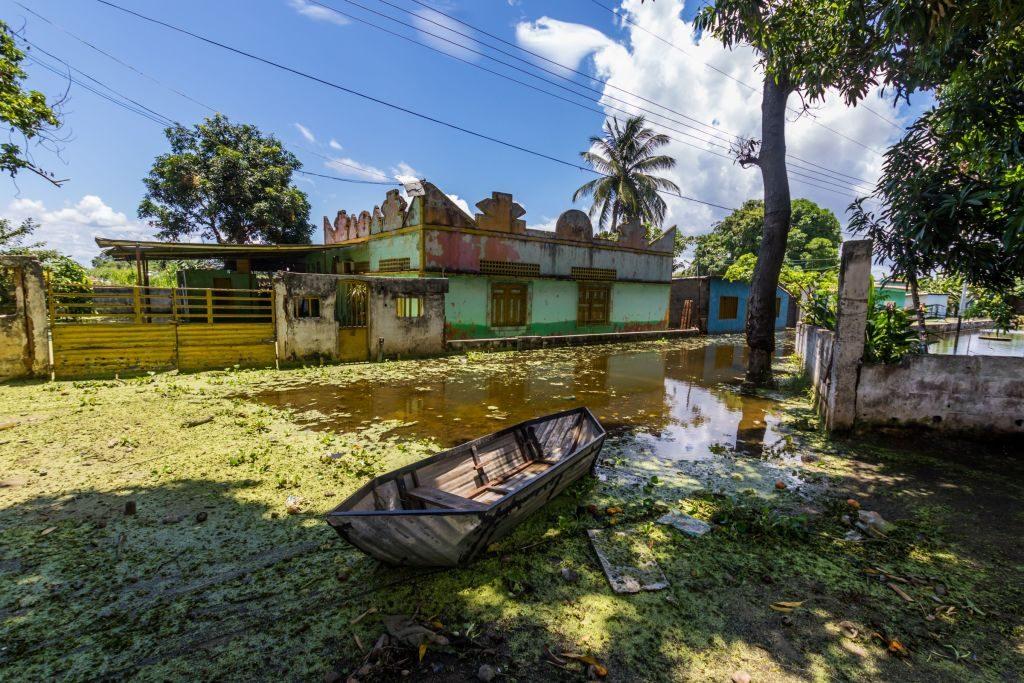 Visão geral de uma rua no município inundado de San Félix, no estado de Bolívar, na Venezuela, em 10 de agosto de 2018. As inundações no rio Orinoco danificaram casas, colheitas e geraram um surto potencial de doenças das quais faltam medicamentos (WILLIAM R. URDANETA / AFP / Getty Images)