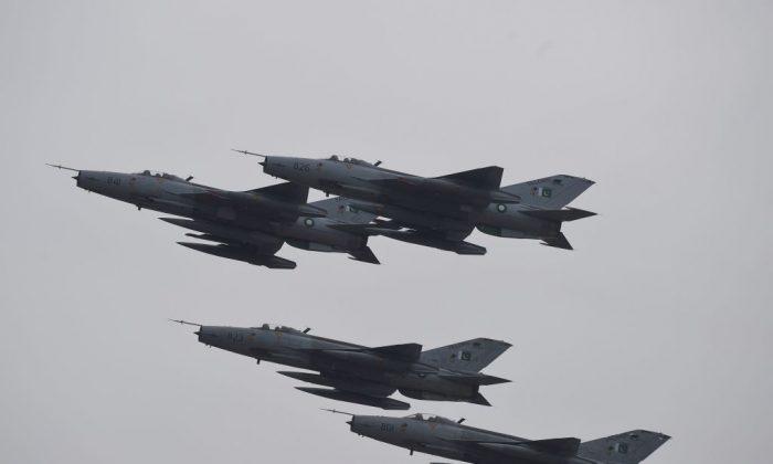 Rússia compete com China por vendas de armas ao Paquistão