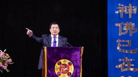 Mais de 10.000 assistem à conferência do Falun Dafa para ouvir histórias de auto-aperfeiçoamento