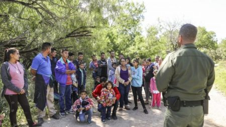 O negócio multibilionário de contrabando de pessoas e drogas para os EUA na fronteira com o México