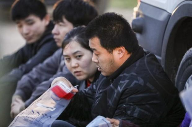 Agentes da Patrulha da Fronteira capturam sete imigrantes ilegais da China, um do México e um de El Salvador ao tentarem escapar da prisão depois de cruzar do México para os Estados Unidos até Rio Grande, perto de McAllen, Texas, em 18 de abril de 2019 (Charlotte Cuthbertson / Epoch Times)