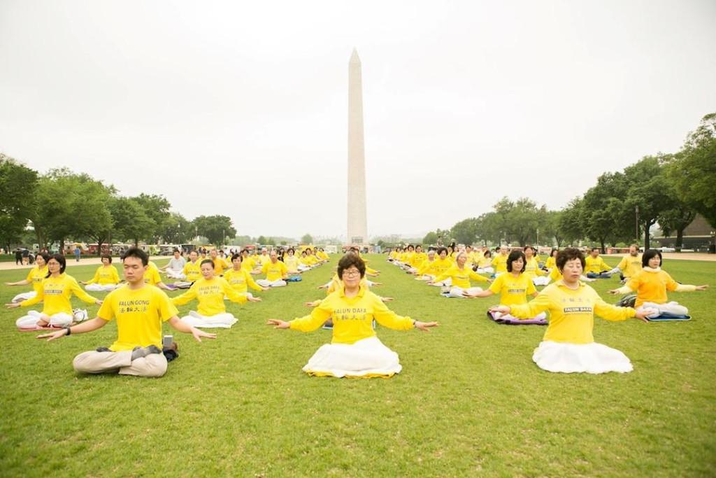 Prática de exercícios em grupo do Falun Dafa (Minghui.org)