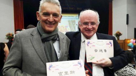Austrália: líderes comunitários elogiam a perseverança dos praticantes do Falun Dafa