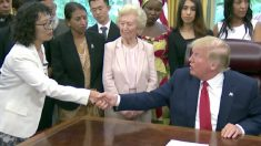 Trump se encontra com praticante do Falun Gong e outros sobreviventes da perseguição religiosa