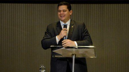 Senado censura há 42 dias a opinião dos brasileiros sobre reeleição do seu presidente