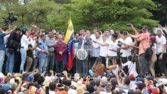 Guaidó anuncia retomada de diálogo político com Maduro para negociar sua saída