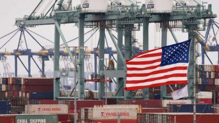 EUA adia tarifa sobre determinados produtos chineses, incluindo laptops e telefones celulares