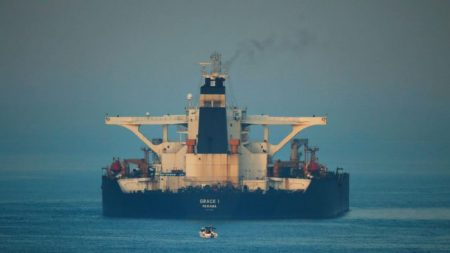 EUA solicitam embargo de petroleiro iraniano detido por britânicos no mês passado