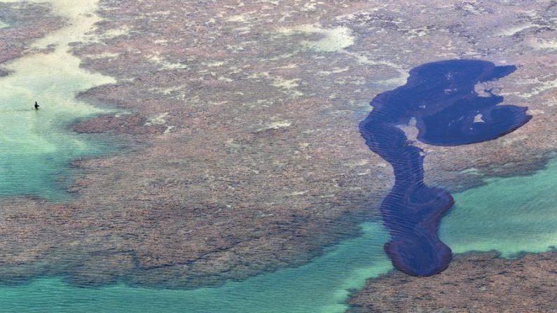 Governo notifica empresa do barco suspeito de ter vazado óleo