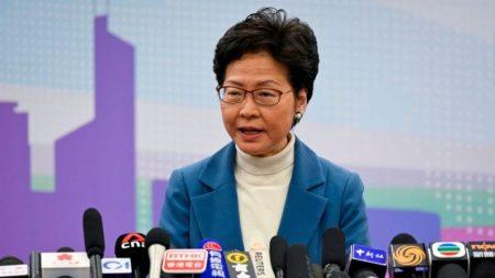 Chefe do Executivo de Hong Kong recebe apoio de líderes do regime chinês durante sua viagem a Pequim